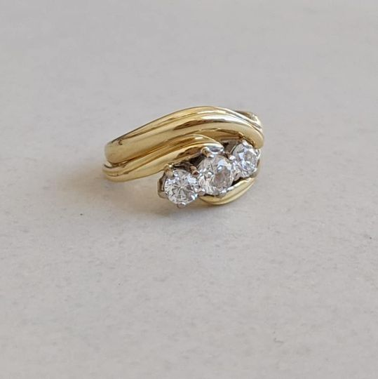 18ct Gold shaped & engraved