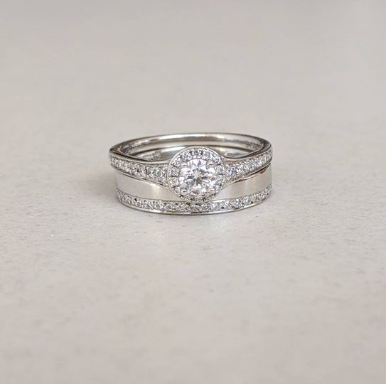9ct White Gold & Diamond