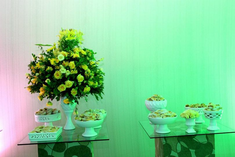 Brazilian snacks and flowers