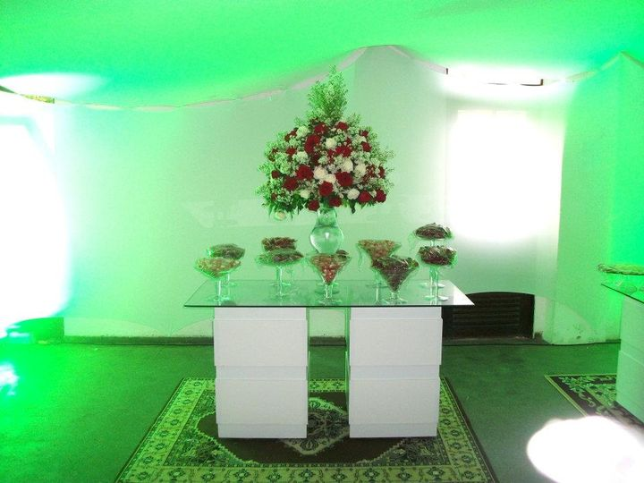 Beautiful tables and flowers