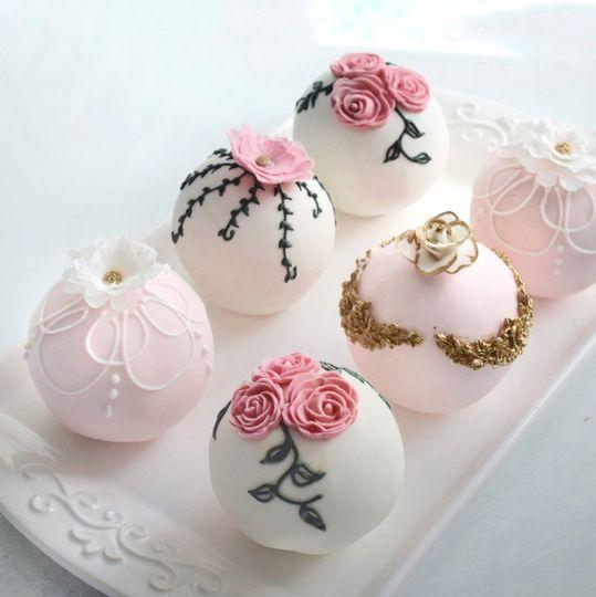Mini fondant sphere cakes