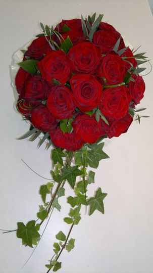 Red rose bouquet/ivy trail