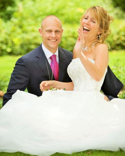 AUDESTYLE - Beautiful Laughing Bride