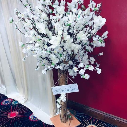 Table magnolia