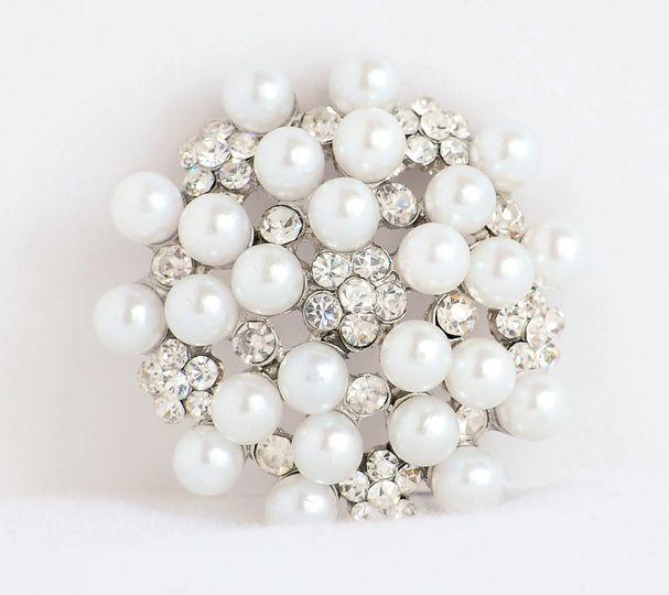 Saluzzo white pearl brooch