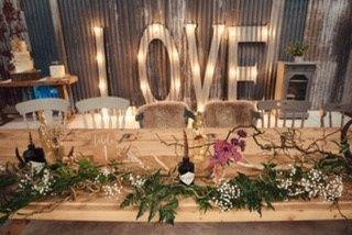 Redbank Barn Top table decor & love letters