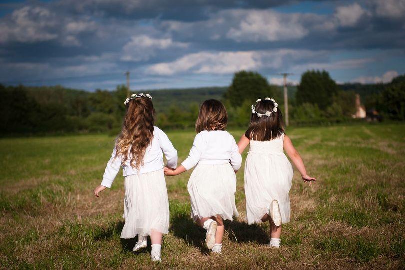 Redbank Barn flowergirls, flower crowns, white dresses