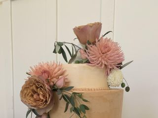 Fuchsia Blooms Bakes 1