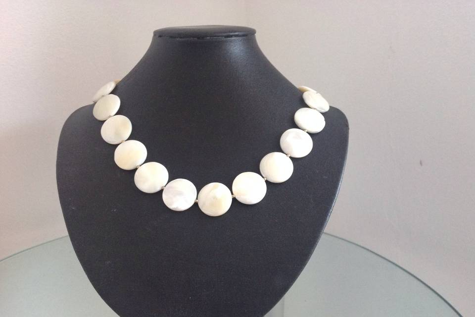 Cream shell necklace