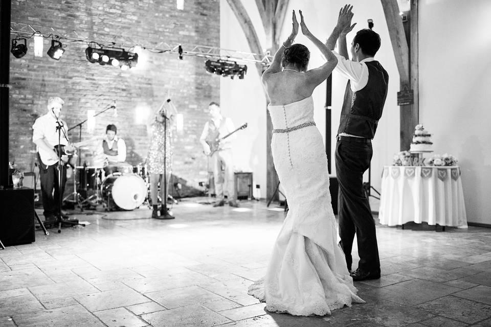 Newlyweds dancing to band