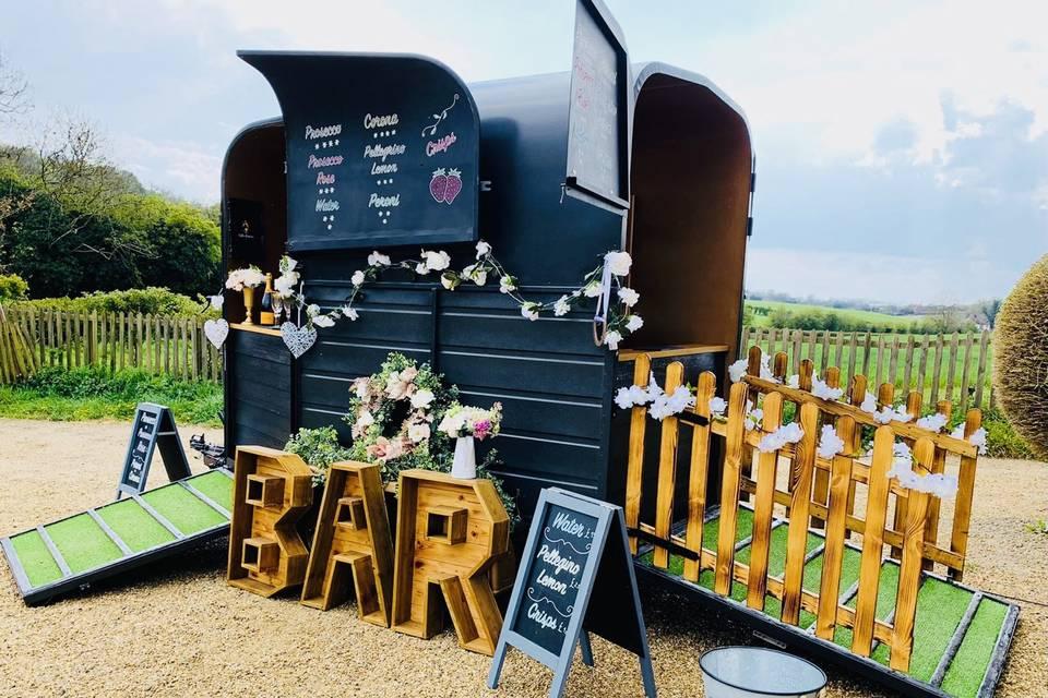 Wills Vintage Horsebox Bar