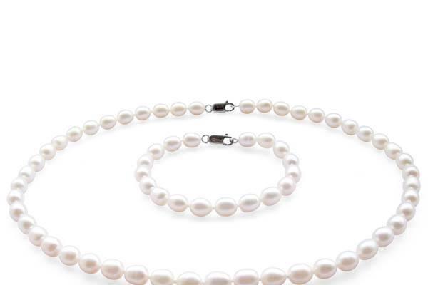 Wide range of pearl sets