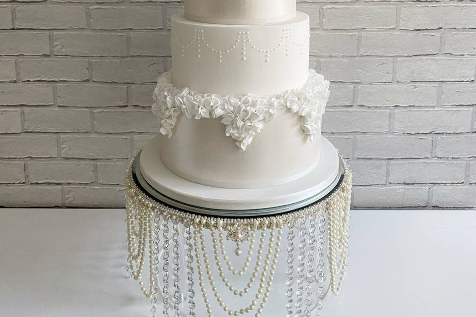 Traditional lustre cake with ruffles