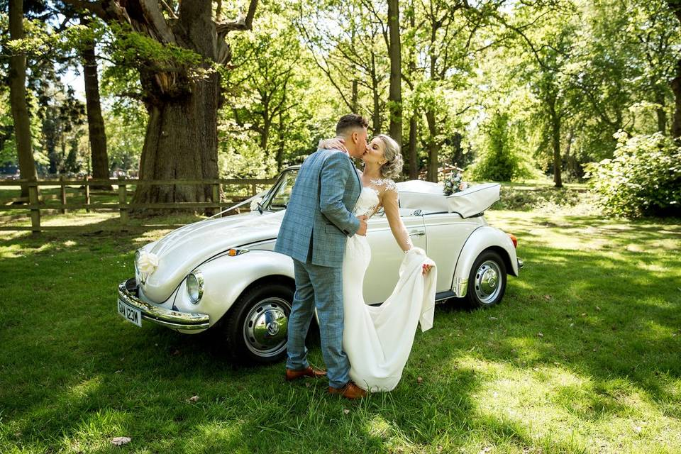 Kiss by the vintage car