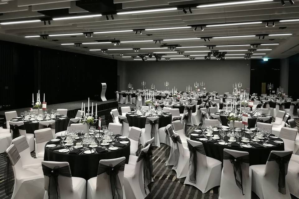 Glamourous wedding reception