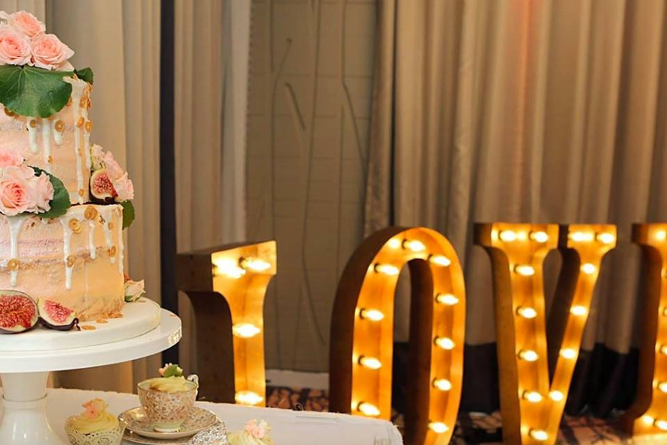Wedding Cakes by Lisa Broughton