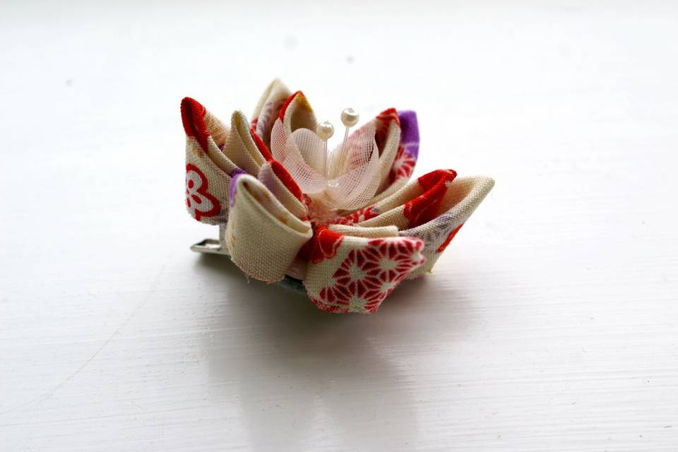 Cream and Red Patterned Cotton Kanzashi