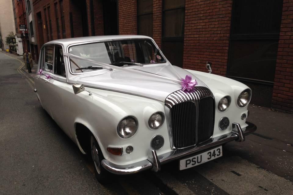Daimler limousine Ivory