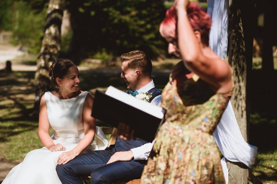 Outdoor ceremony in the sun