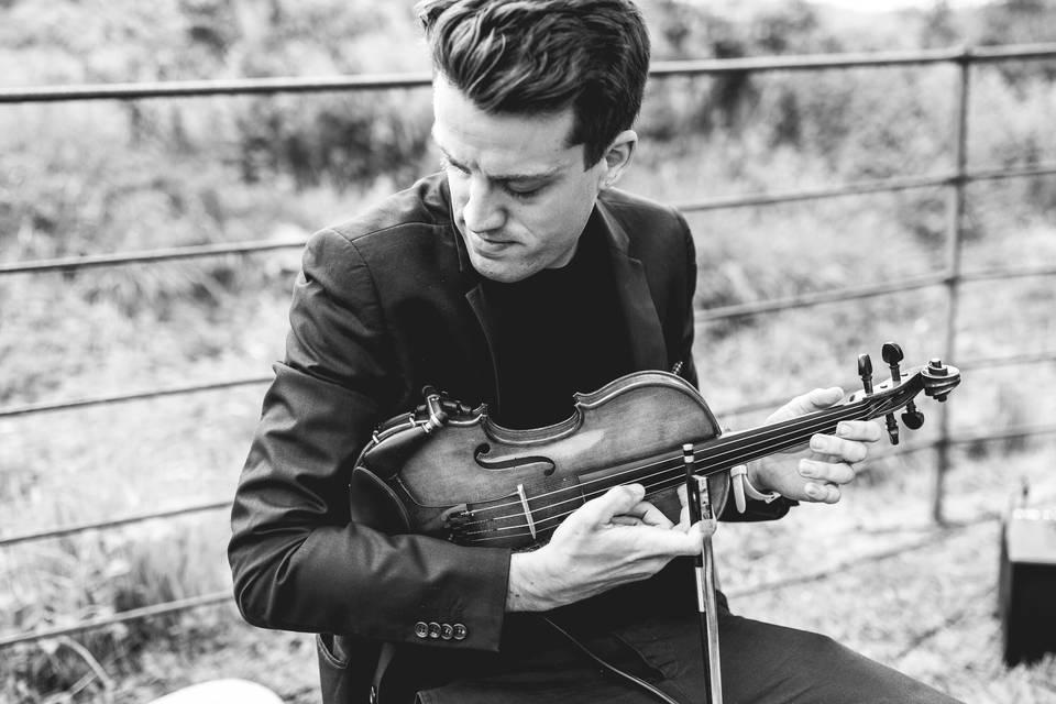 Joel Grainger (Live Looping Violinist)