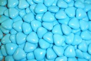Blue heart dragees