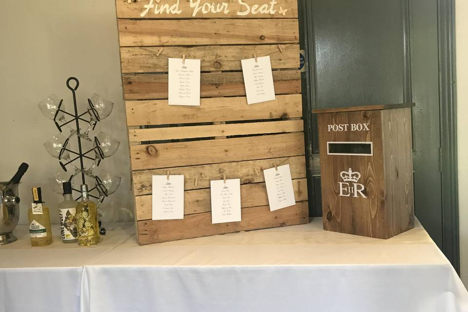 Rustic postbox and pallet