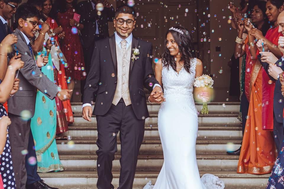 Newlyweds leaving the wedding venue - Jemma Rylah Photography