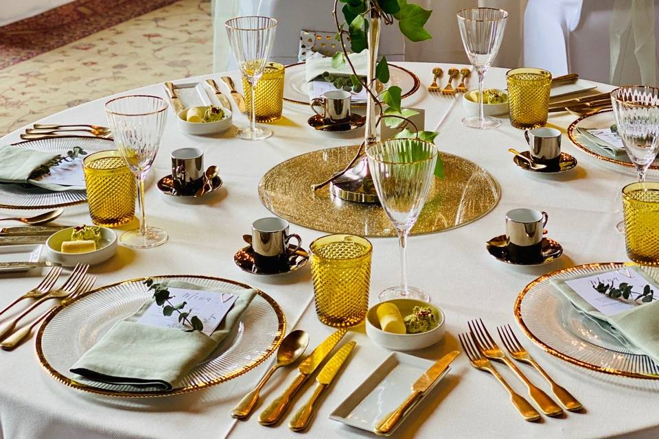 Gold-themed tablescape
