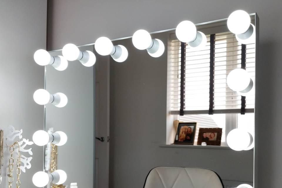 12-bulb glamour mirror