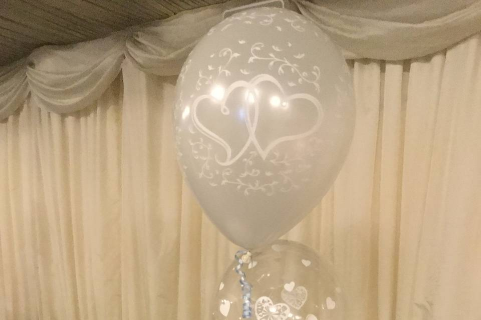 Two tier balloon decoration