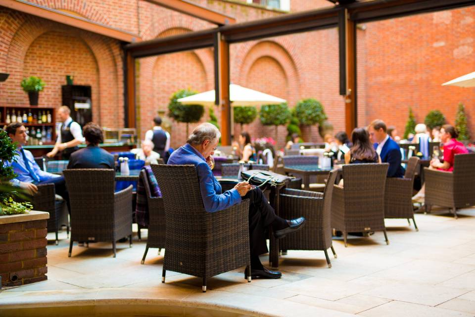 The Lansdowne Club - Courtyard