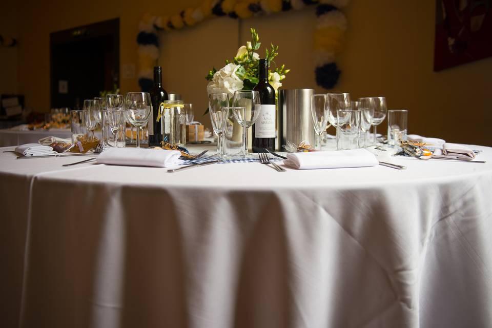 Table setting in the bistro