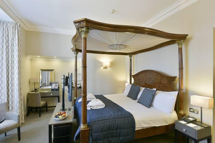 Crown & Mitre Hotel 7