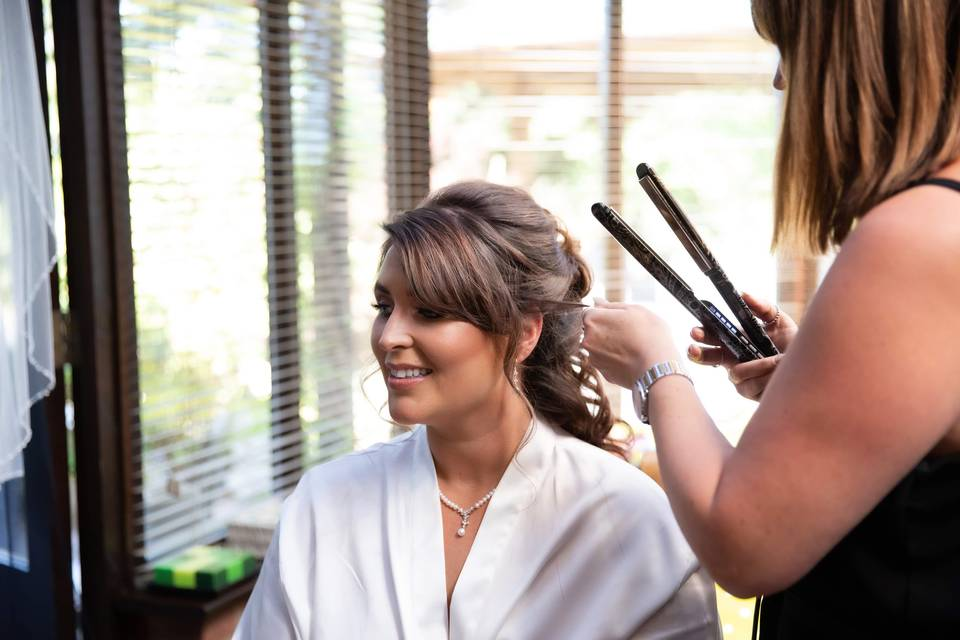 Beauty, Hair & Make Up Hollywood trained Pro Hair and Makeup Artist 111