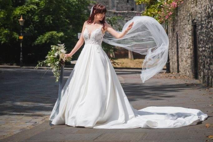 Bride with veil & castle
