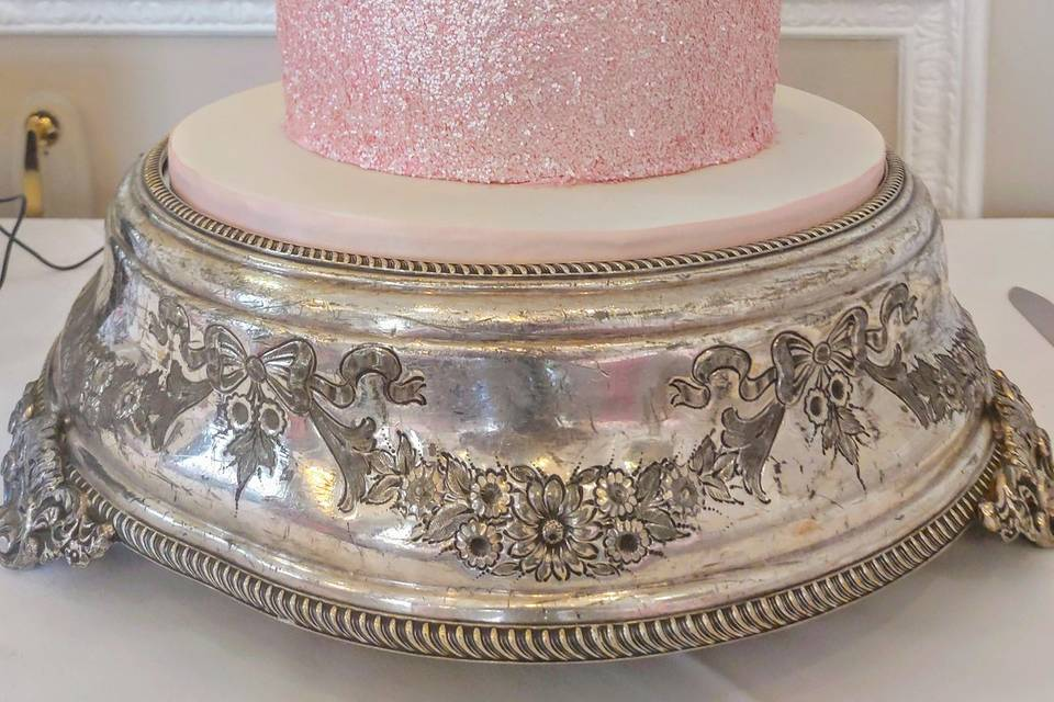 Luster dust with sequins cak