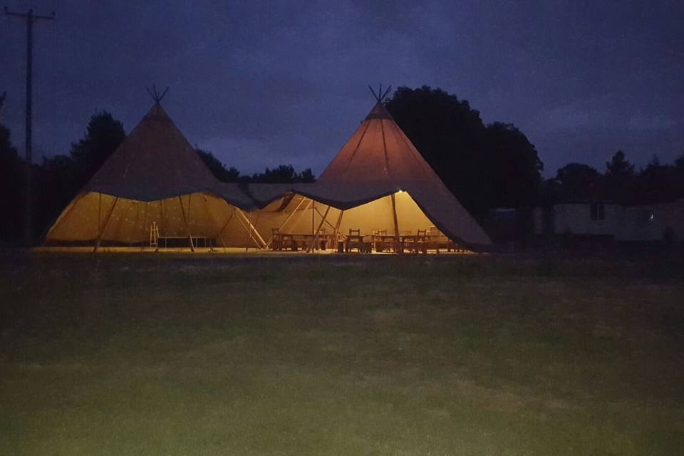 Twin tipi's