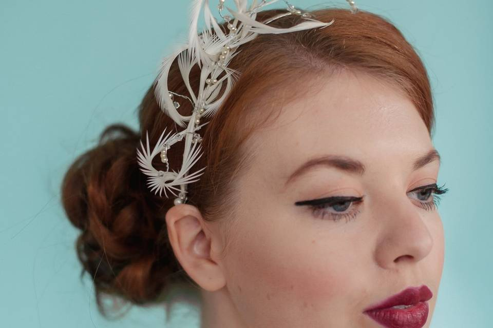 Biot feathers hair band