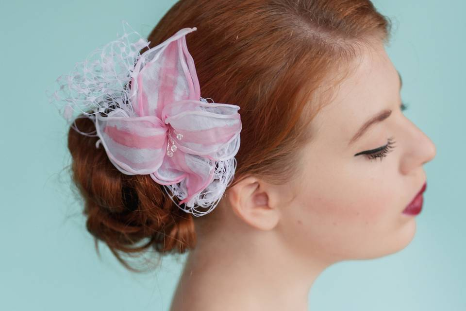 Flower with veiling comb