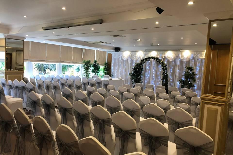 Elegant ceremony layout