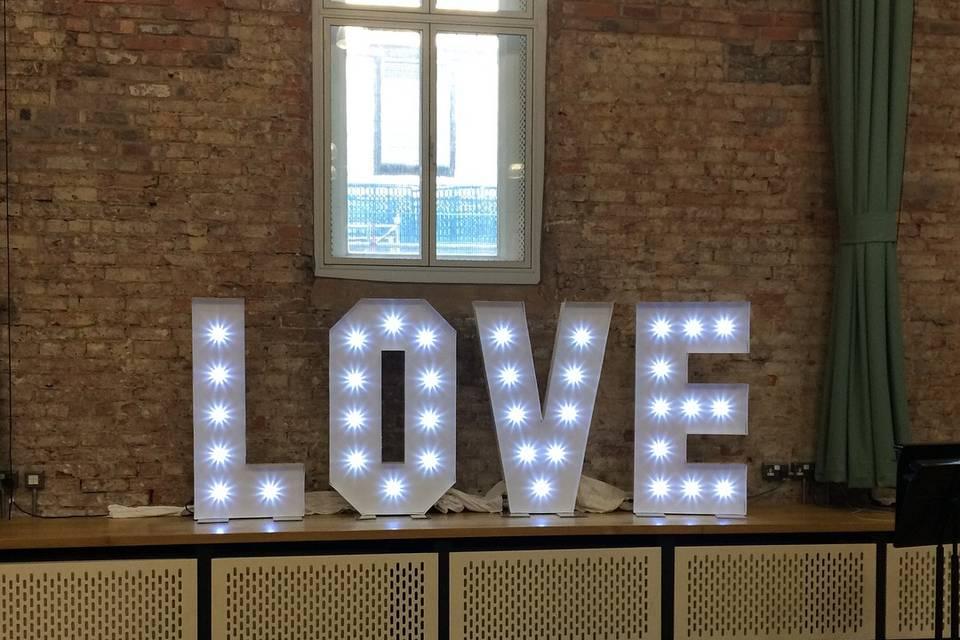 LOVE 4FT LED