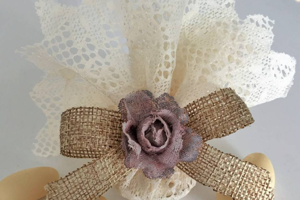 Lace & hessian wedding favours