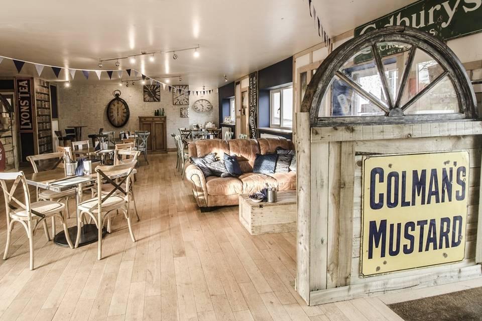 Departure Lounge Cafe 37