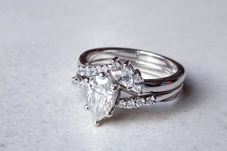 White gold fitted rings