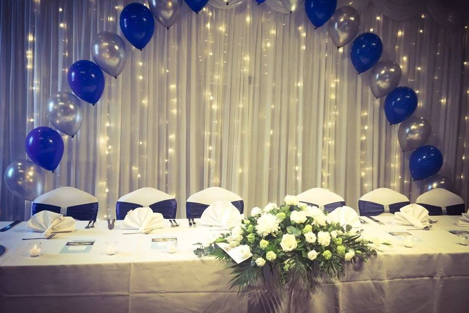 Top table with blue balloons